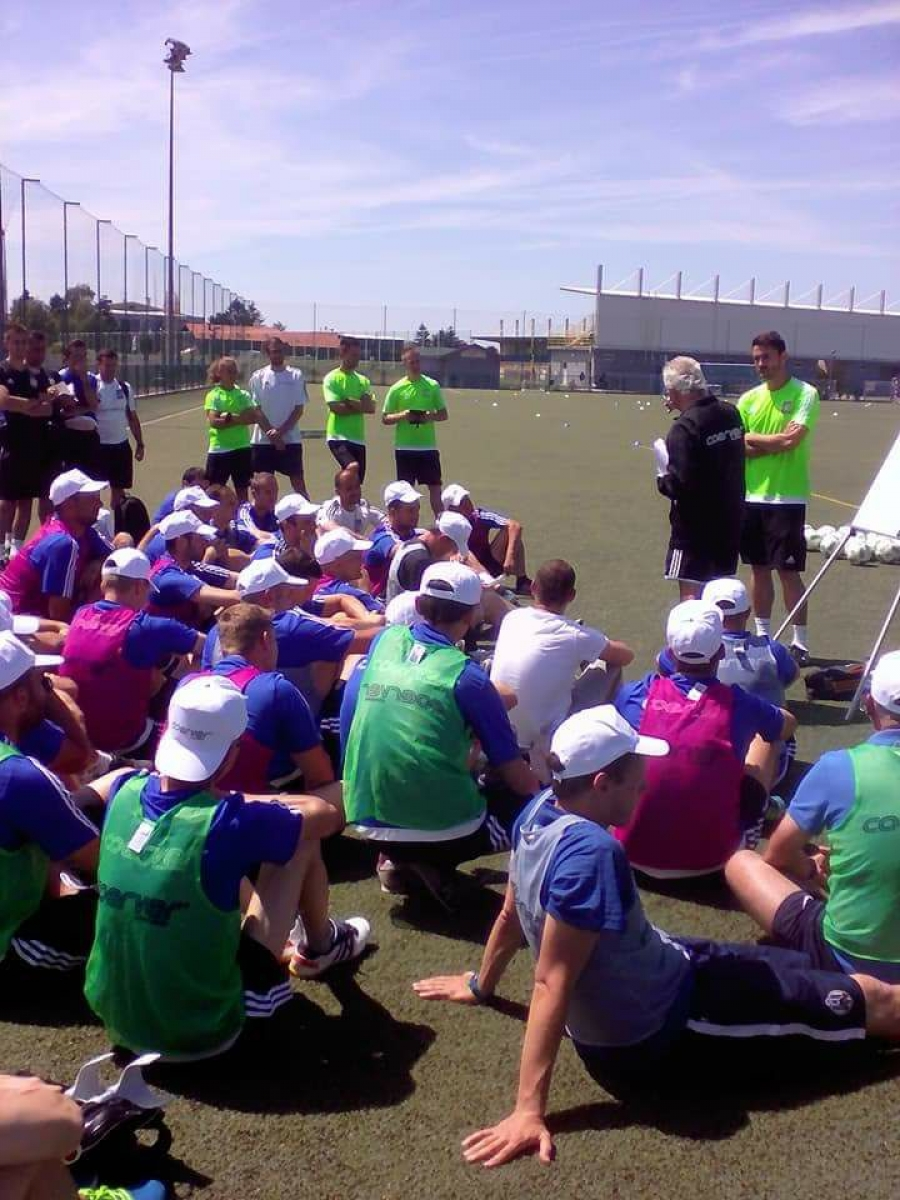 Coerver® Global | Co-founder Alfred Galustian delivering Coach Education in Zagreb Coerver Coaching Croatia #neverfollow #worldsno1